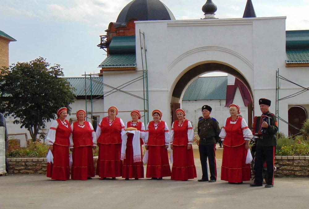 Теплая встреча в Святой обители