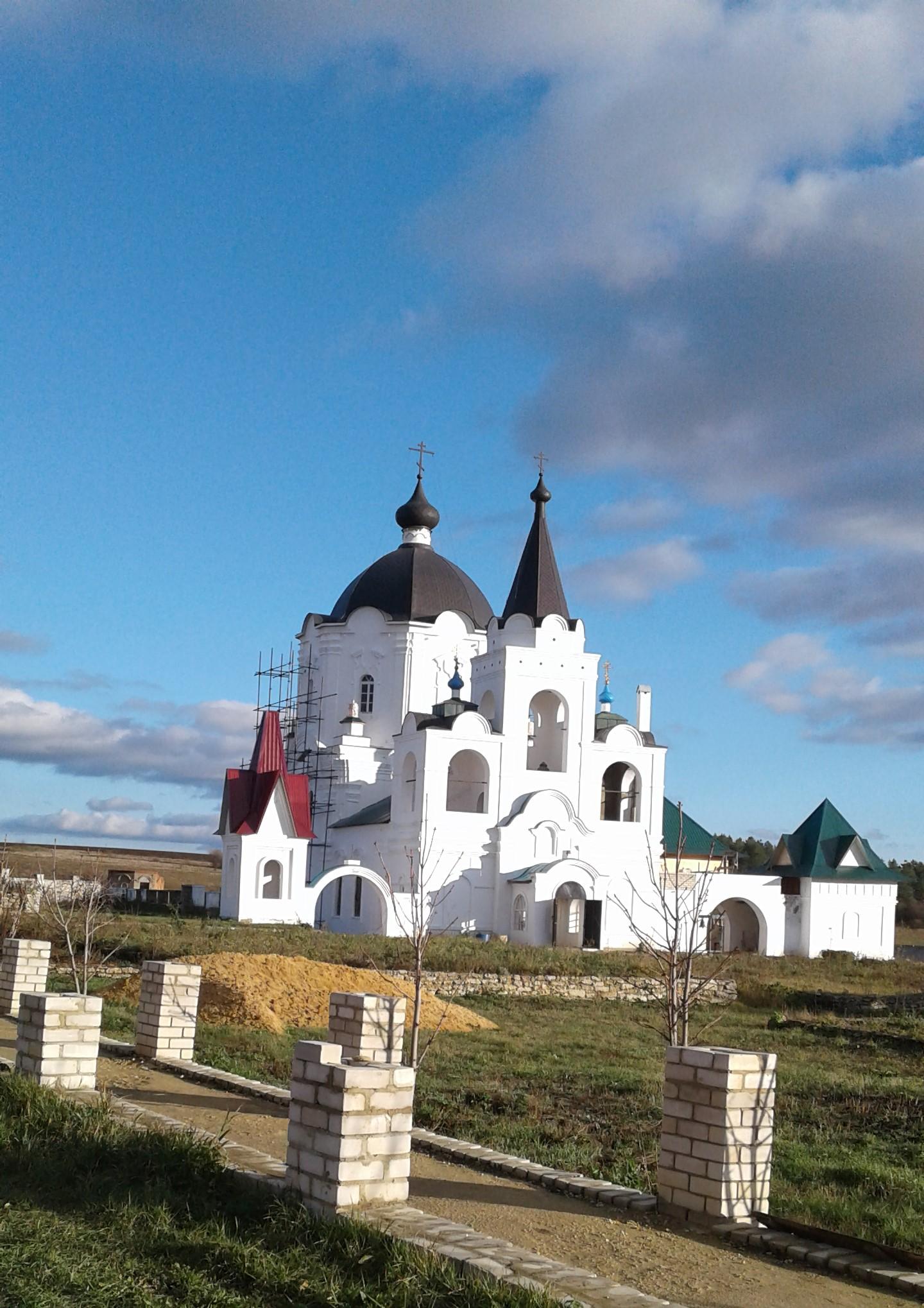 Оштукатуренный храм во всей красе